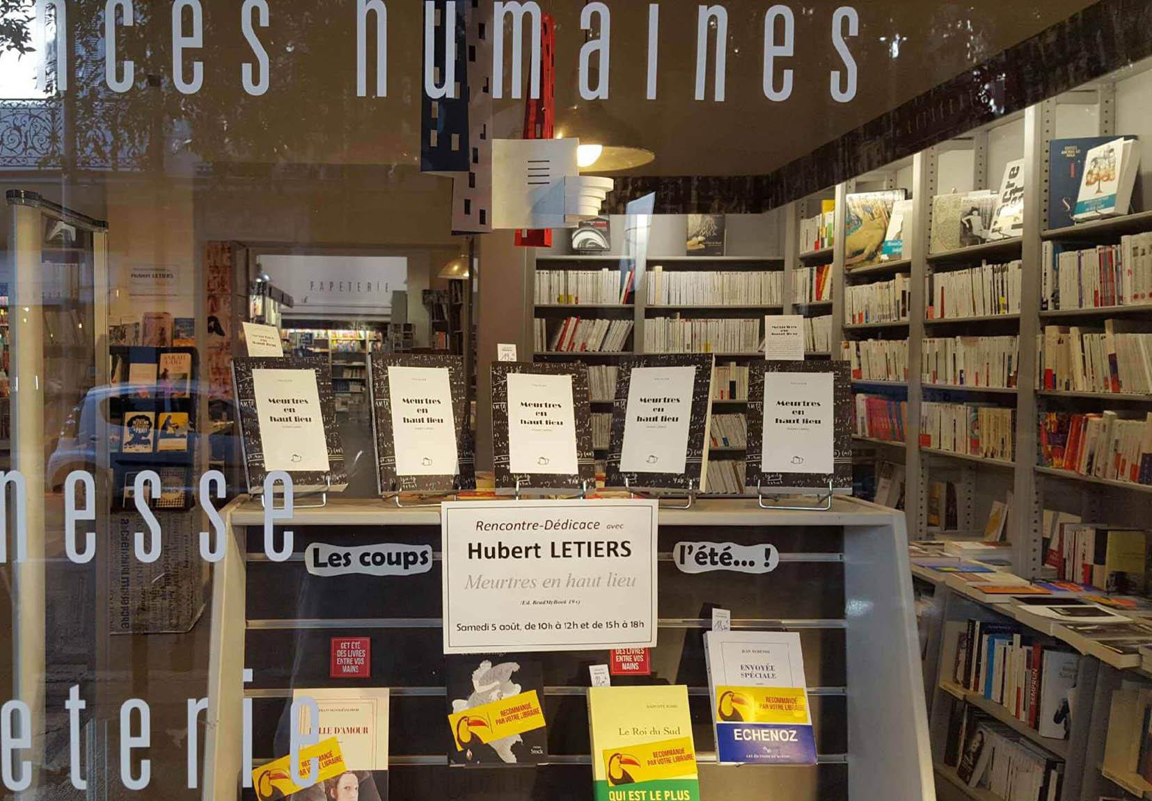 "Librairie Massena : vitrine ""Meurtres en haut lieu"""